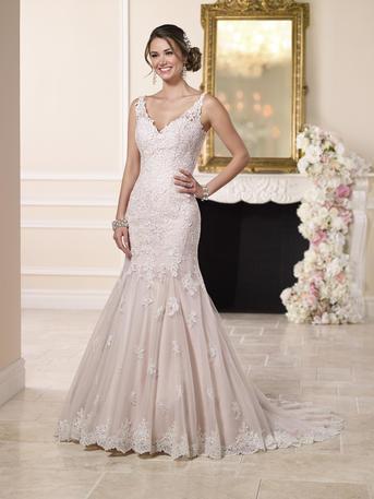 SEXY LOW BACK WEDDING DRESS