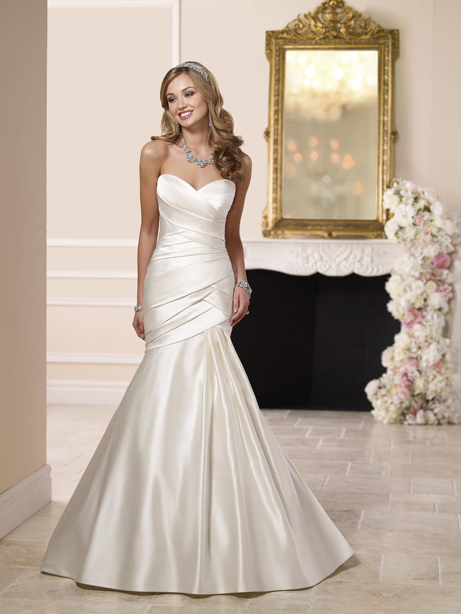 DESIGNER MODERN WEDDING DRESS