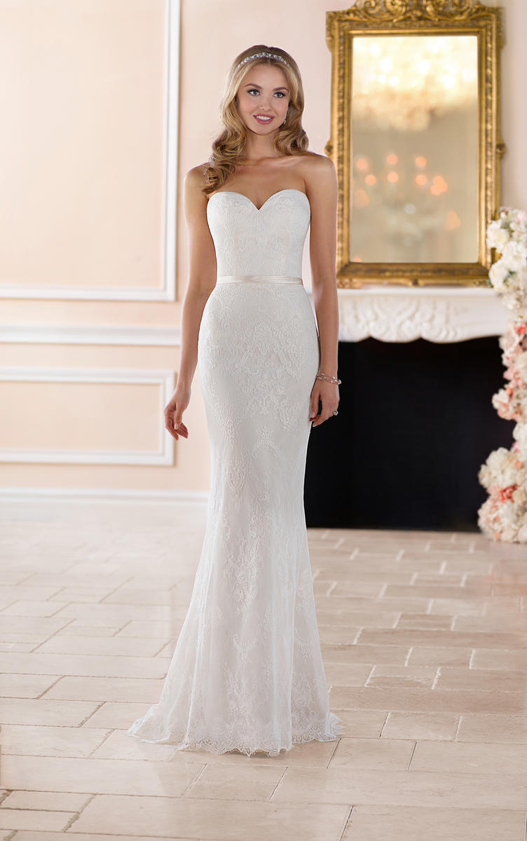 CLASSIC LACE SHEATH WEDDING GOWN